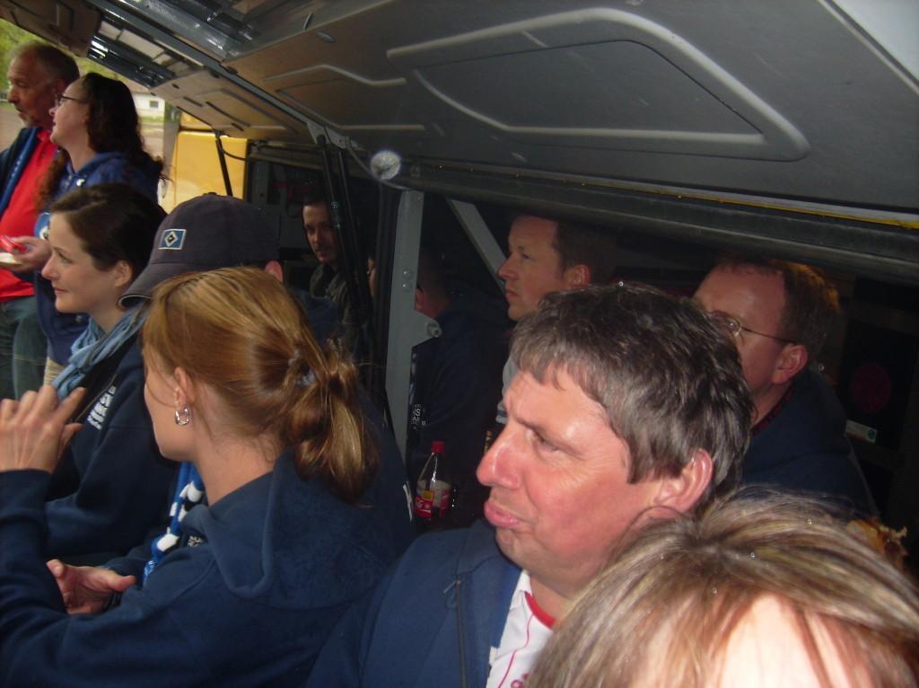 aber; wozu hat der Bus eine große Klappe...