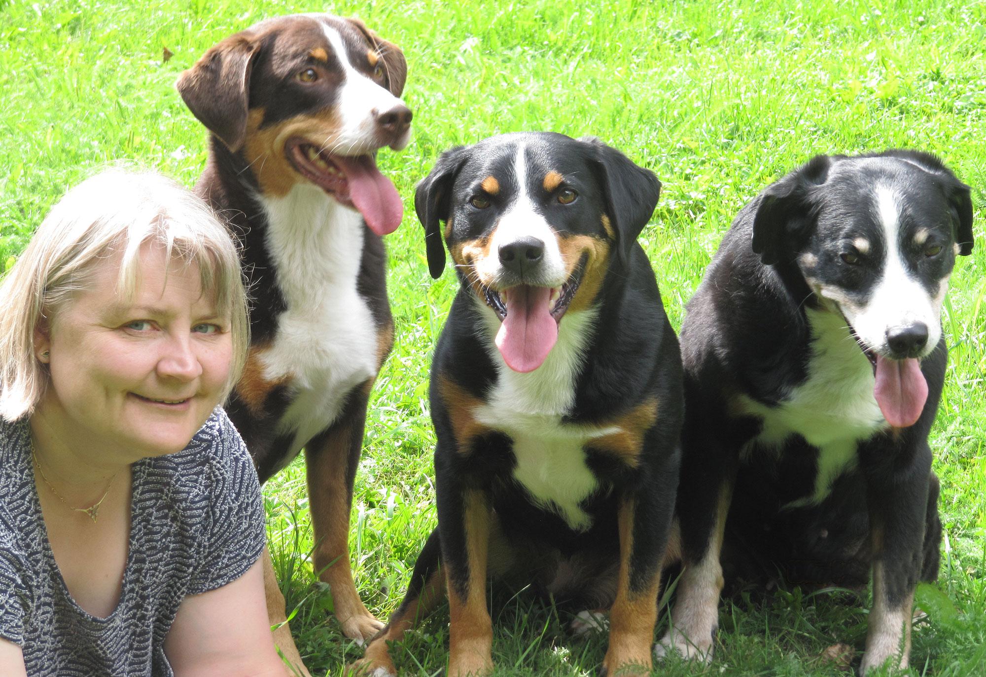 Tuija Mannervesi mit ihren drei Appenzellern.