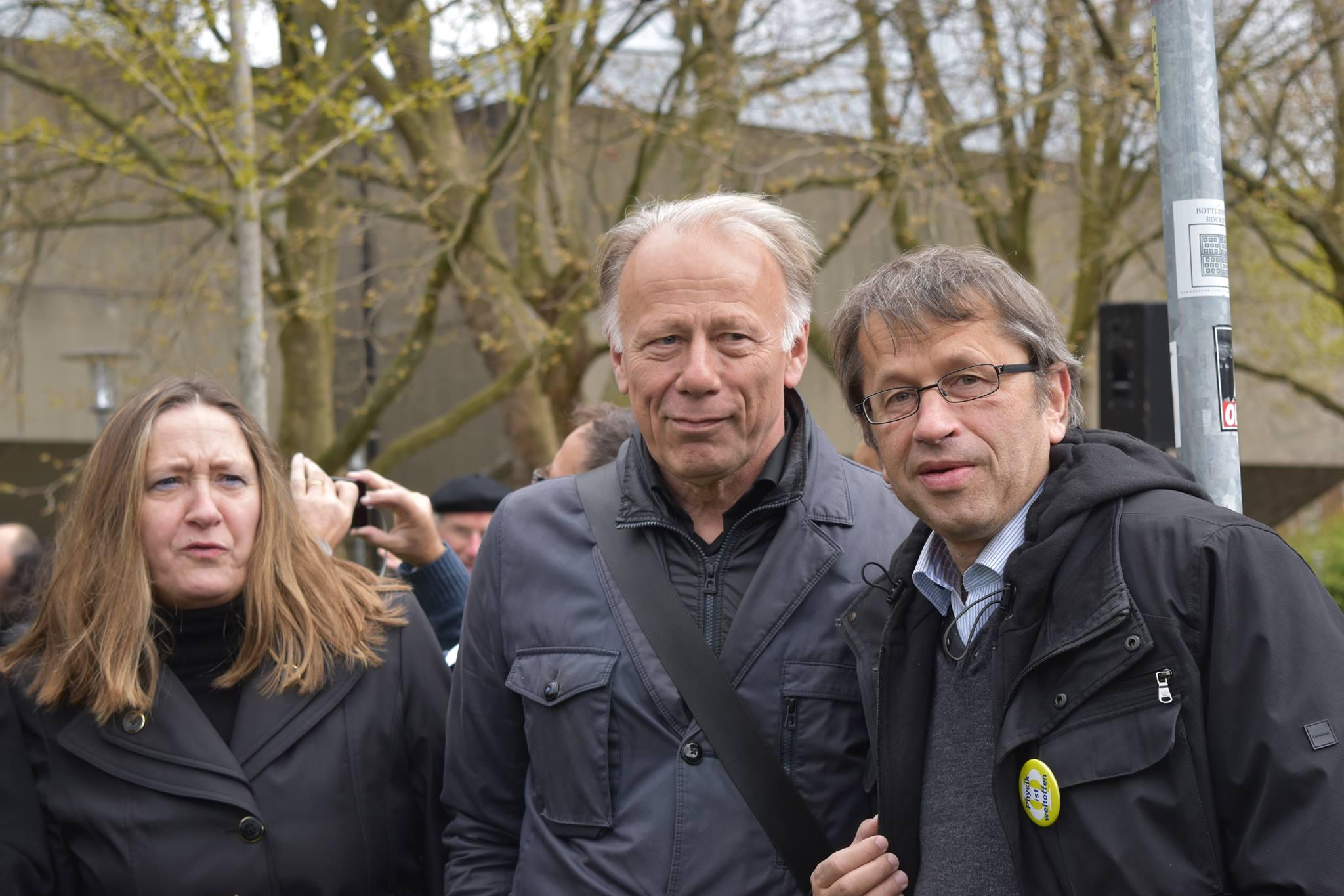 Bekanntes Gesicht: Bundespolitiker Jürgen Trittin auf dem Platz der Göttinger Sieben. Foto: Hatice Karakus