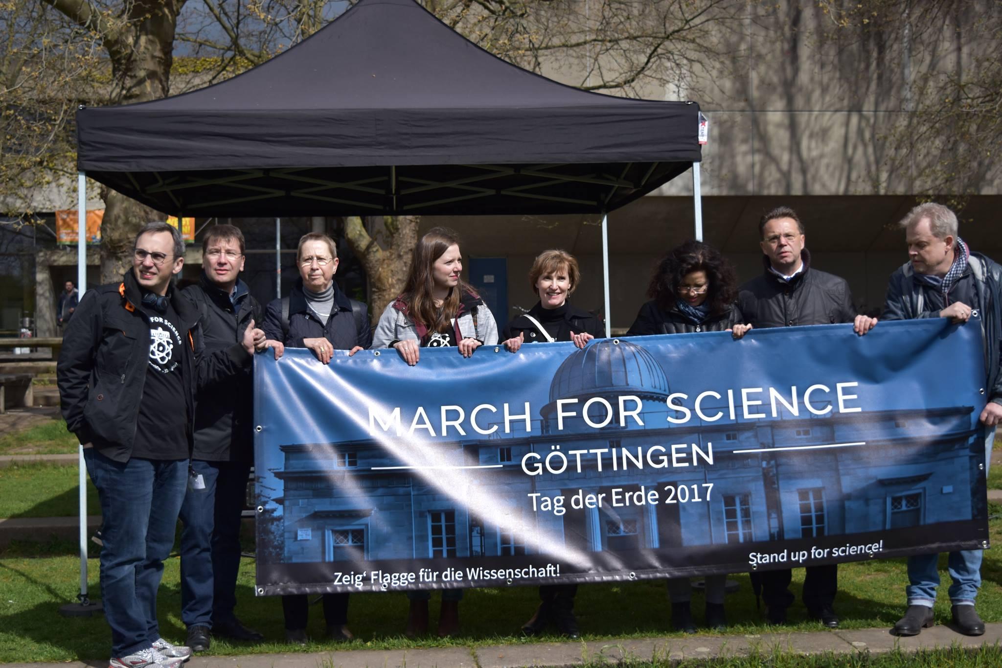 Initiatoren des March for Science mit Universitätspräsidentin Ulrike Beisiegel und Ministerin Gabriele Heinen-Kljajic.. Foto: Hatice Karakus