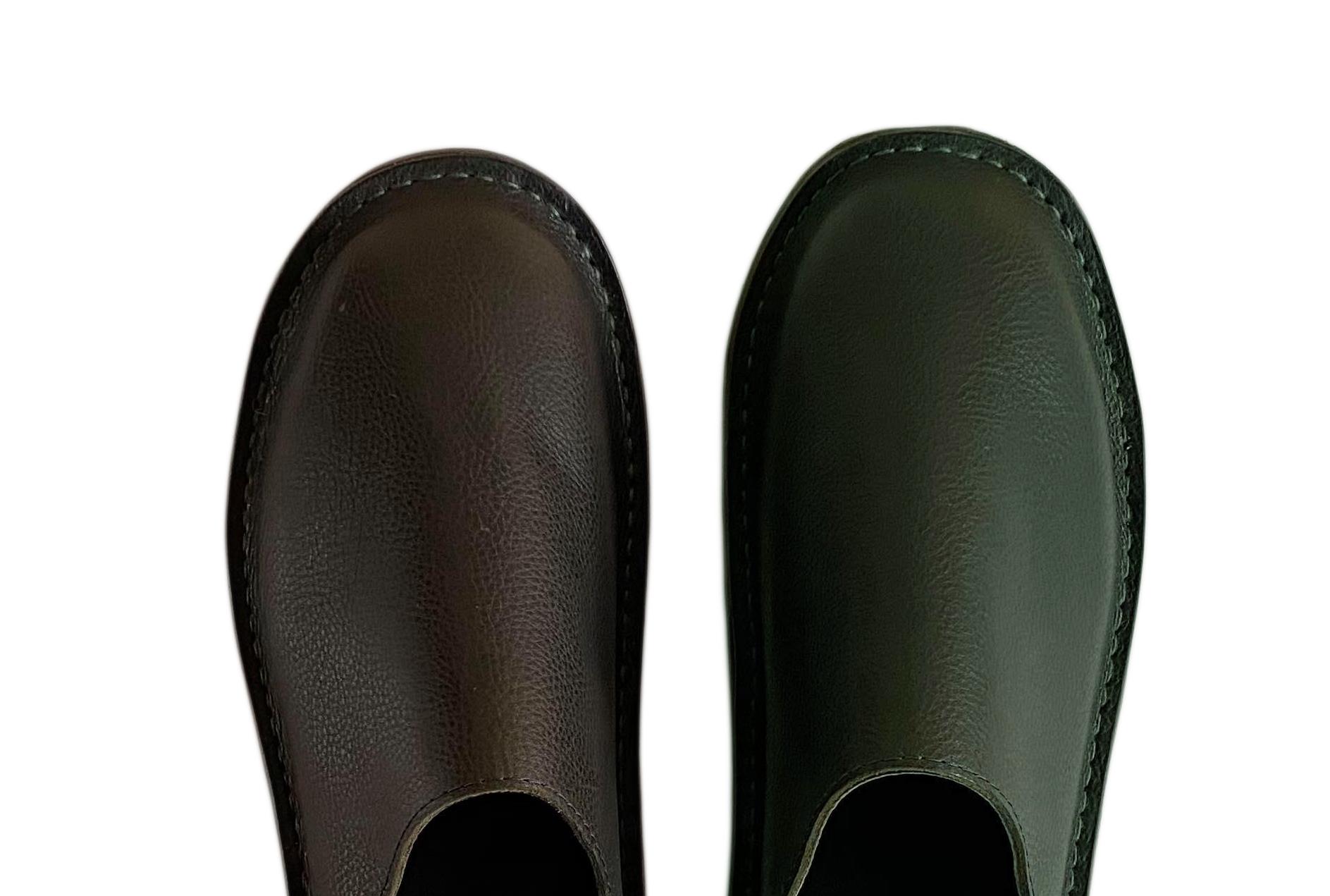 左:ブラック 右:ネイビー ステッチカラーは革の同系色使用
