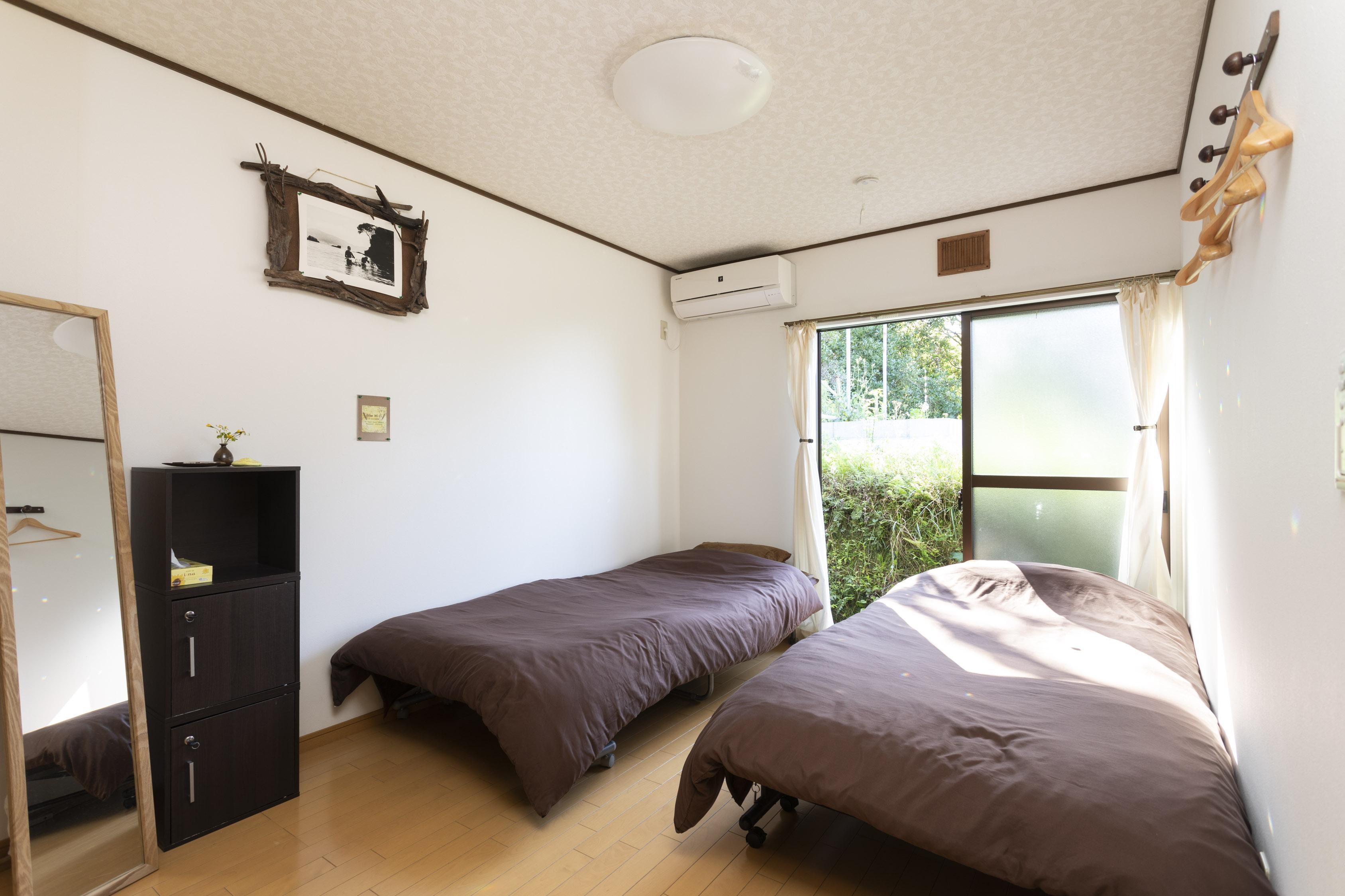 Room 2 (West)