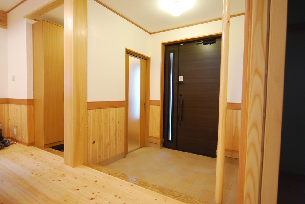 来客用の玄関と 家族用玄関