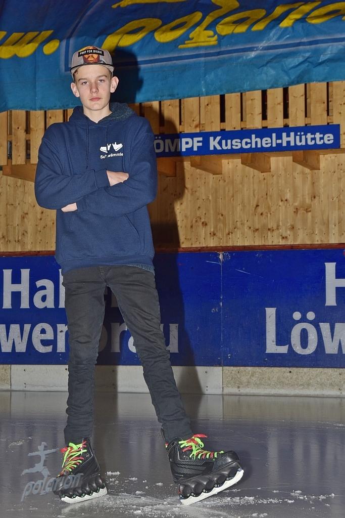 Julian Schwämmle - 17 Jahre - Freestyler seit 13/14, Instagram: Ice_freestyler_schwaemmle