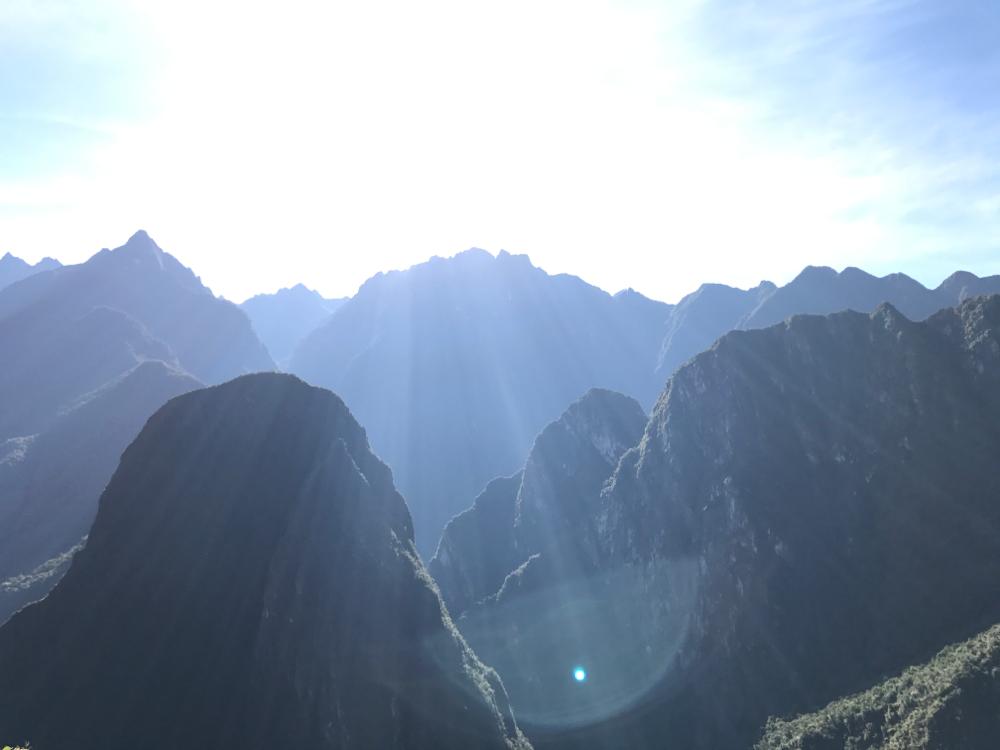 マチュピチュから見た朝日。皆さんの毎日にいつも太陽がありますように。