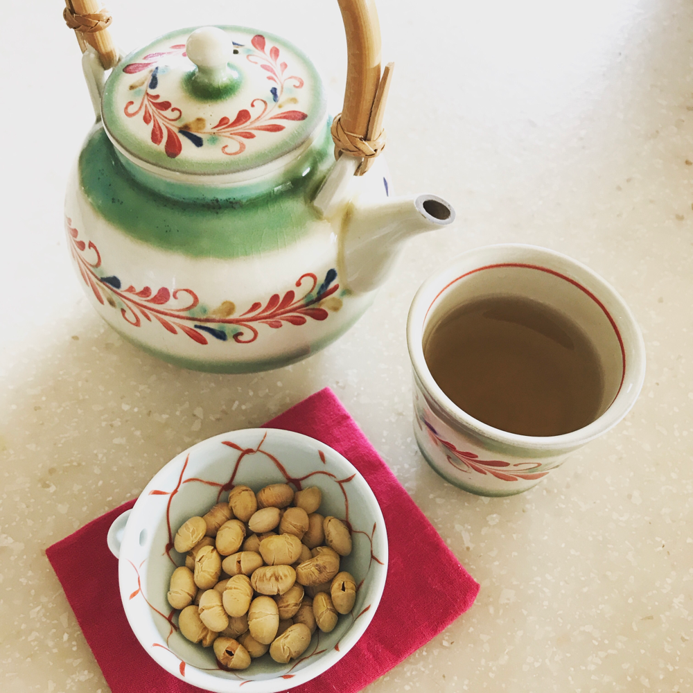 昨日は節分、今日は立春と賑やかな感じ。おやつはポテチの代わりに煎り大豆