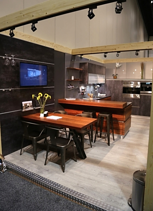 """Messe-Tisch """"Schwarzmann"""" Industriedesign Stahl roh, klar lackiert"""