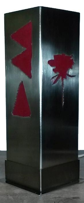 Tischlampe mit plasmageschnittenen Motiven