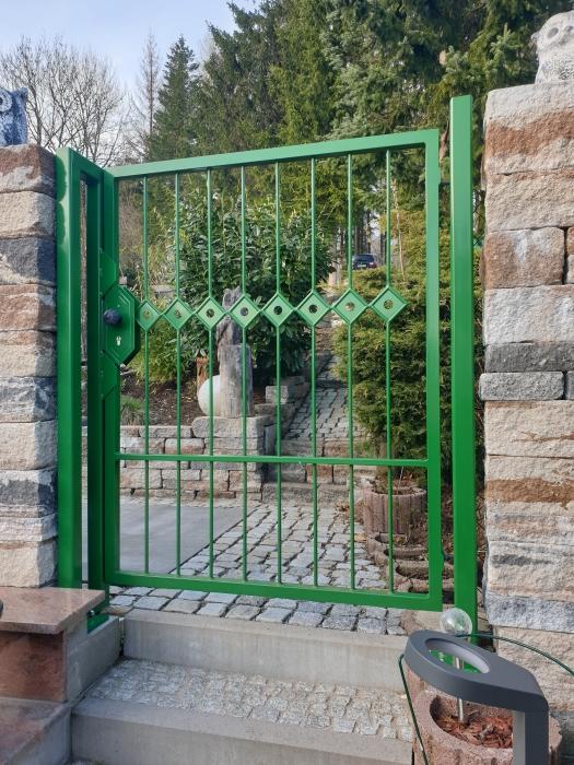 Eingangstür mediterran grün lackiert