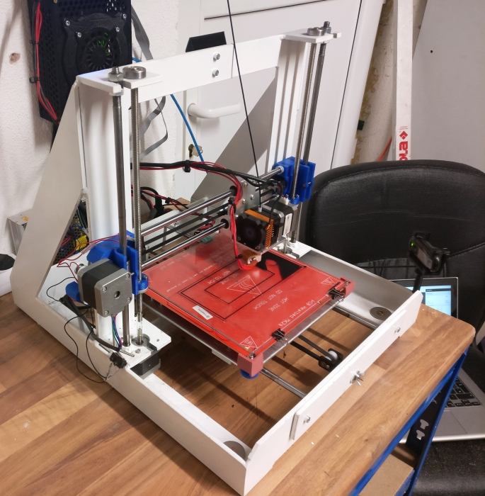 Neukonstruierter Rahmen für 3D Drucker lackiert