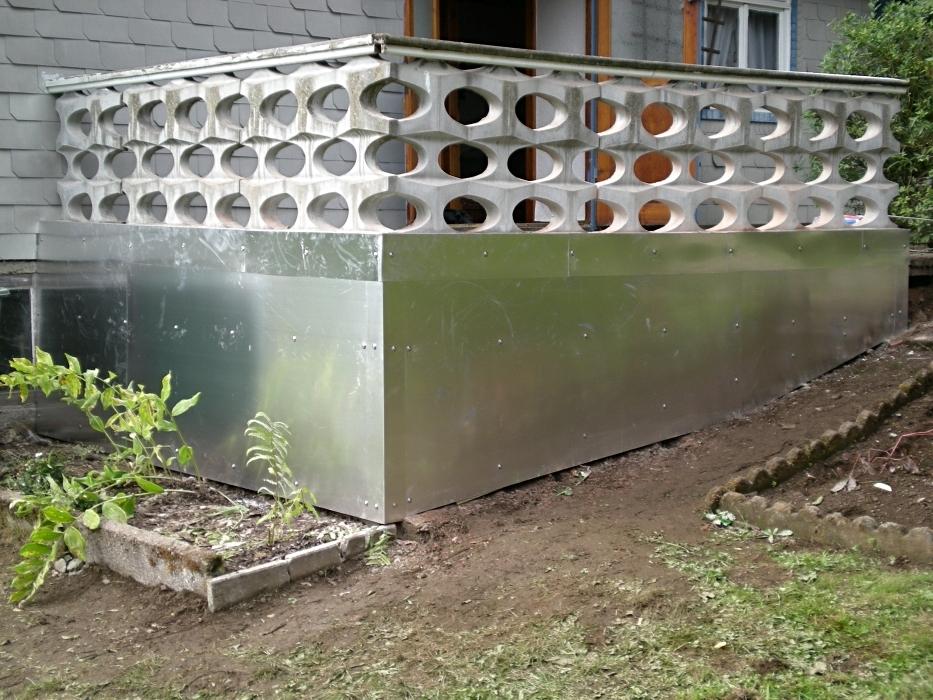 Aluminiumblechverkleidung einer Terrasse als Teil einer Komplettsanierung