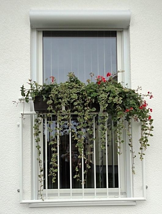 Französischer Balkon feuerverzinkt und pulverbeschichtet mit Blumenkastenhaltern