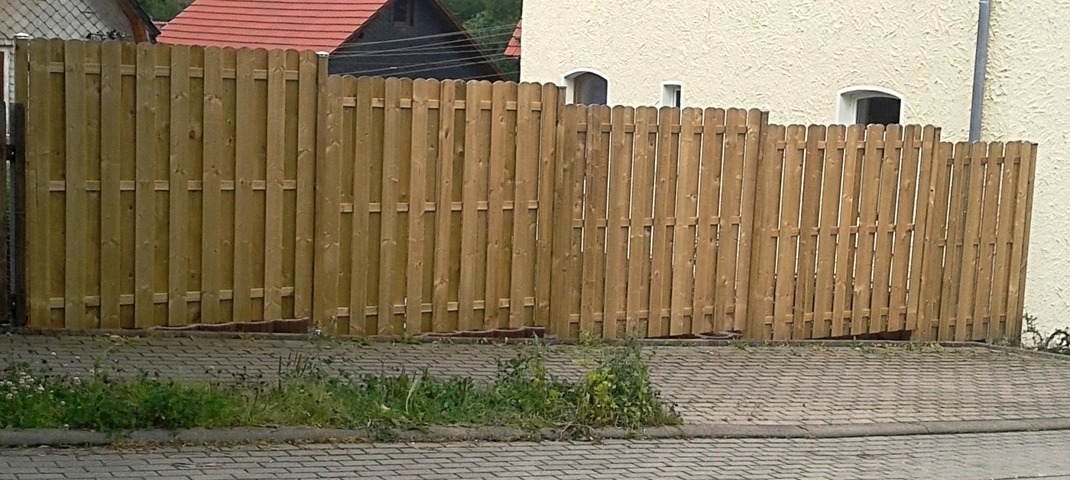Sichtschutzzaun aus Holzelementen