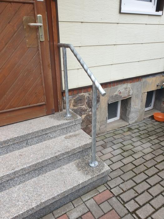 Feuerverzinktes Geländer aus spindelförmig gezogenem Rohr