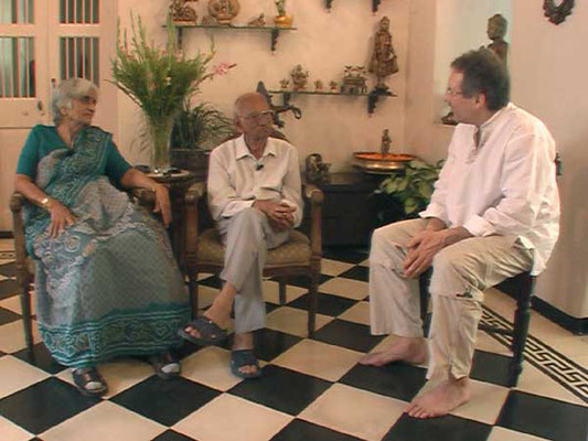 Peter Rühe talks with Dr. Prabhat C. Kapadia and Mrs. Vidyut Kapadia about India's independence movement and Mahatma Gandhi, Mumbai, February 27, 2005.