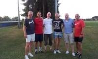 Bürgermeisterkandidat Dirk Rauschkolb mit dem Vorstand des FC Sulingen