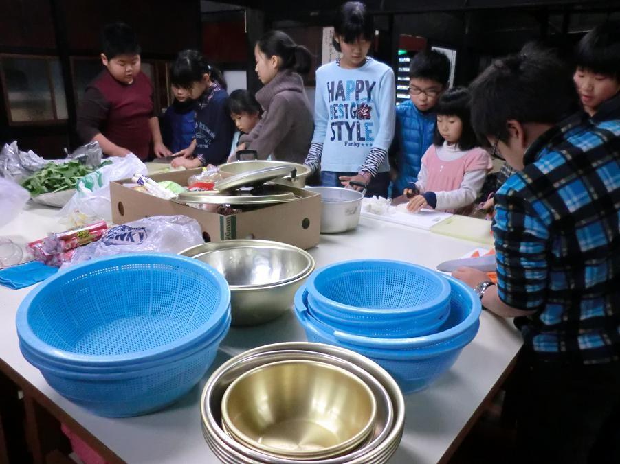 小学生たちの古民家での料理体験(スローライフ体験)