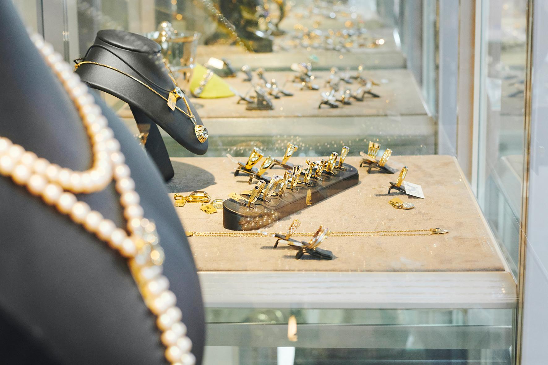 Silber, Gold und Platinschmuck vom Juwelier de Loewe
