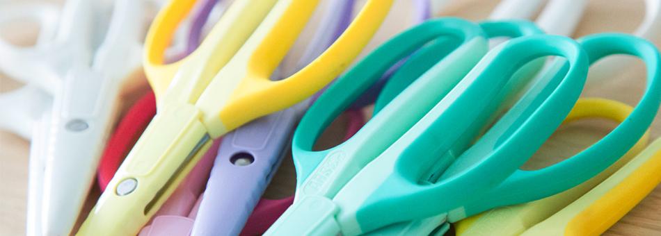 craftchoki_クラフトチョキ(ホビークラフト)5色が無造作に置かれている写真