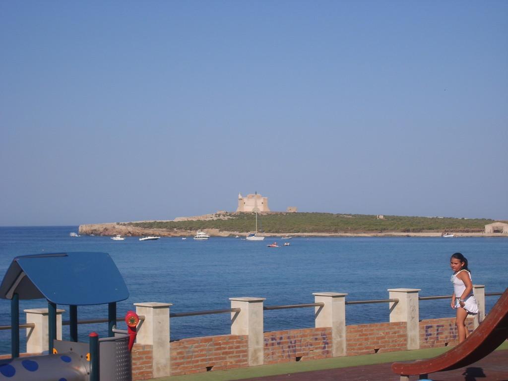 Isola di Capo Passero vista dalla piazza dei Due Mari