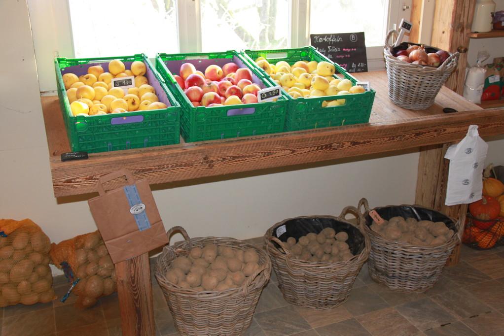 Frisches, hofeigenes Obst und Gemüse