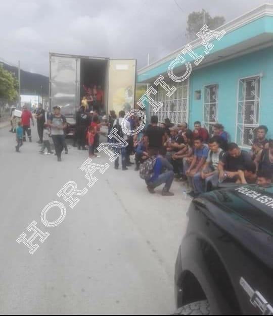 Los inmigrantes viajaban en la caja de un trailer