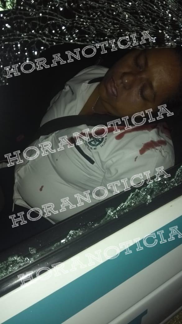 La mujer taxista resultó herida de gravedad