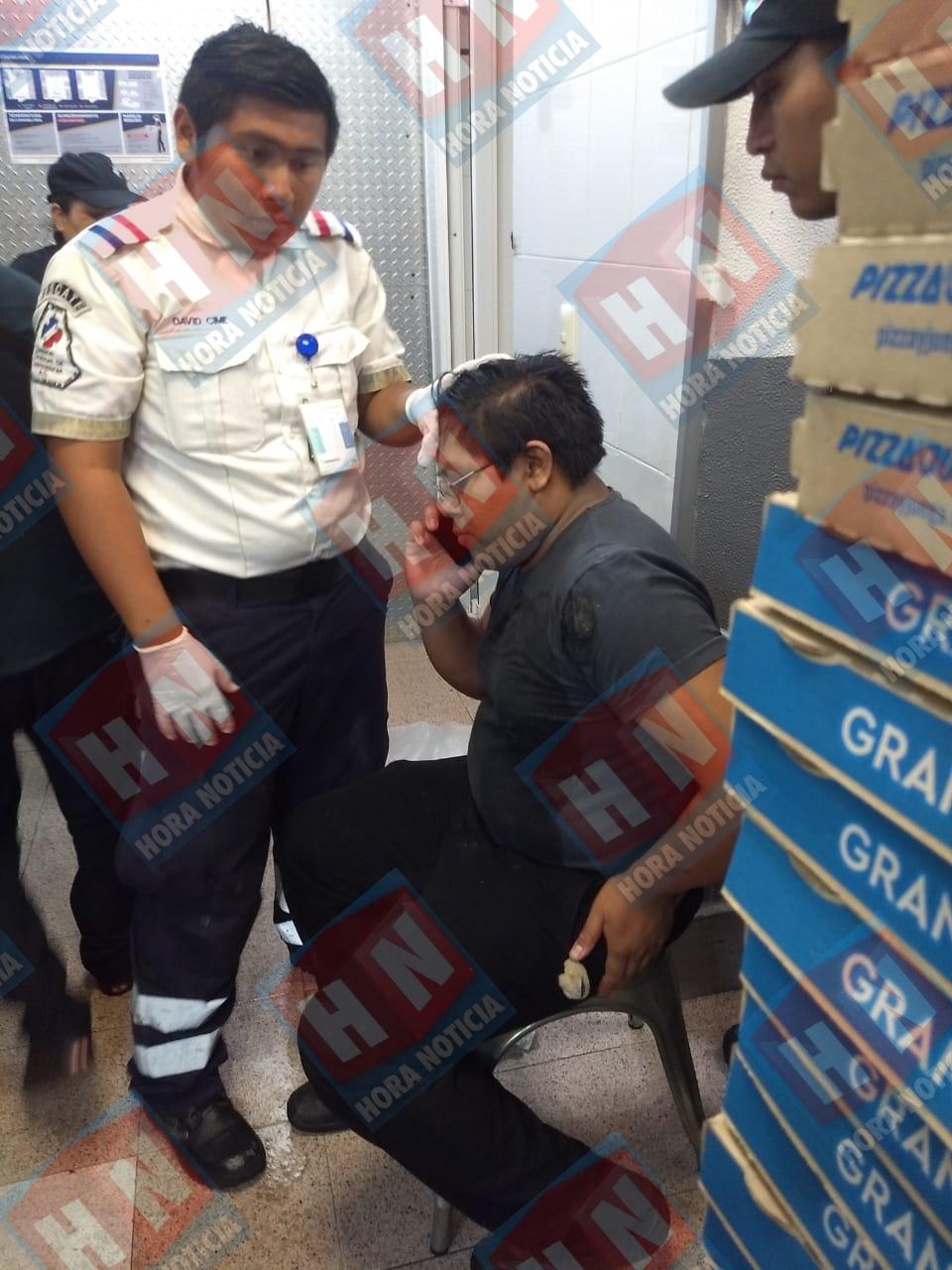 El gerente resulto lesionado con una herida en la frente.