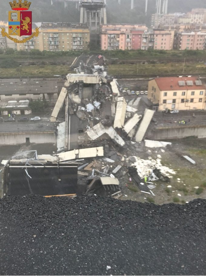 Así quedó el puente tras desplomarse