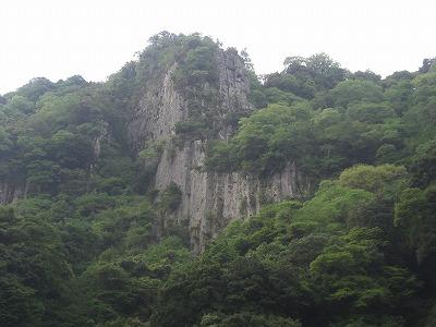 ツタリの岩(万年山)全景