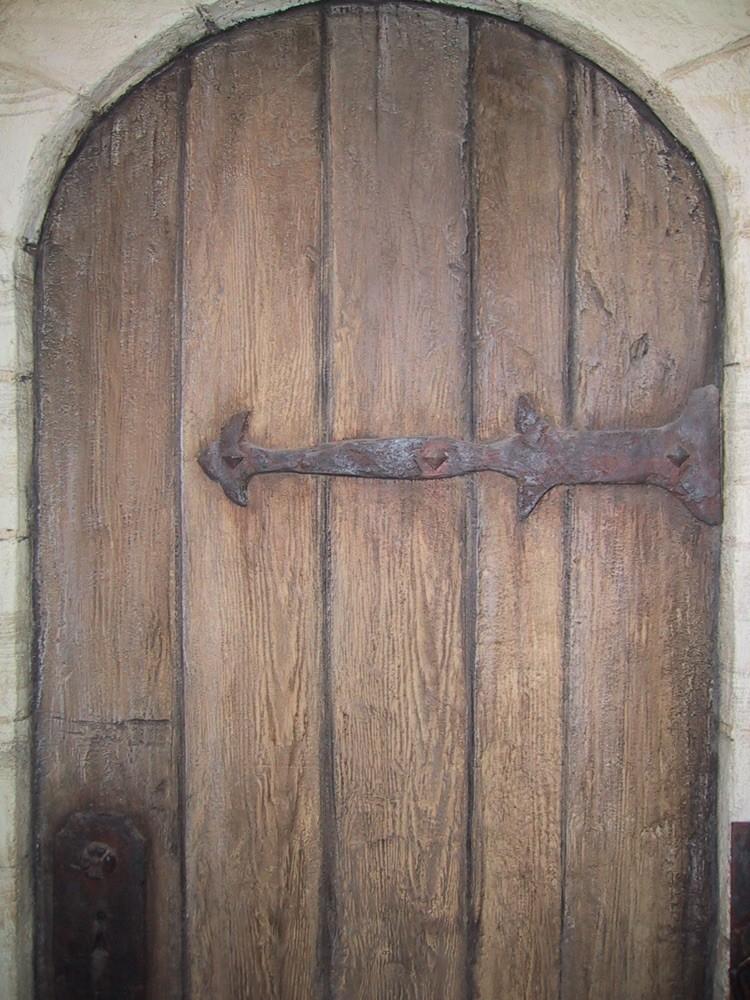 モルタル造形で作った偽装扉