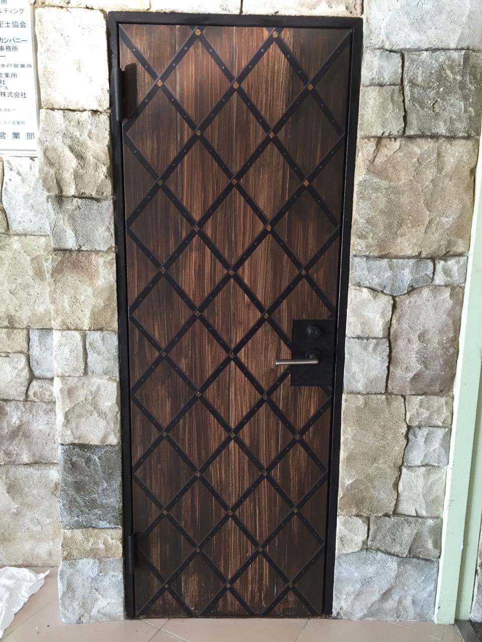 鉄製ドア おもしろ塗装ペイント 木目ペイント 特殊塗装