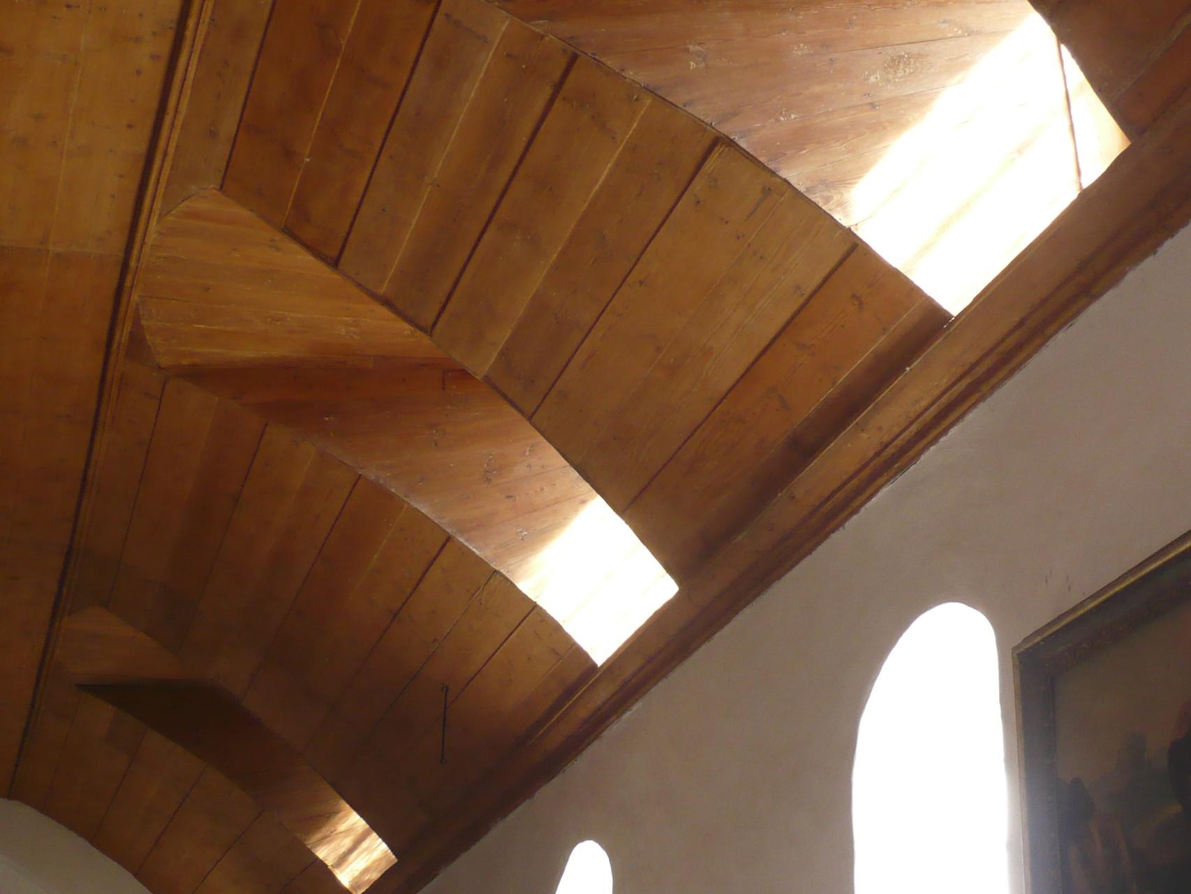 Kirchendecke vor der Sanierung