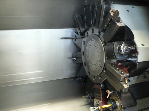 Drehmaschine mit angetriebenen Werkzeugen