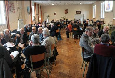 Session des prêtres dans la Salle multimédia
