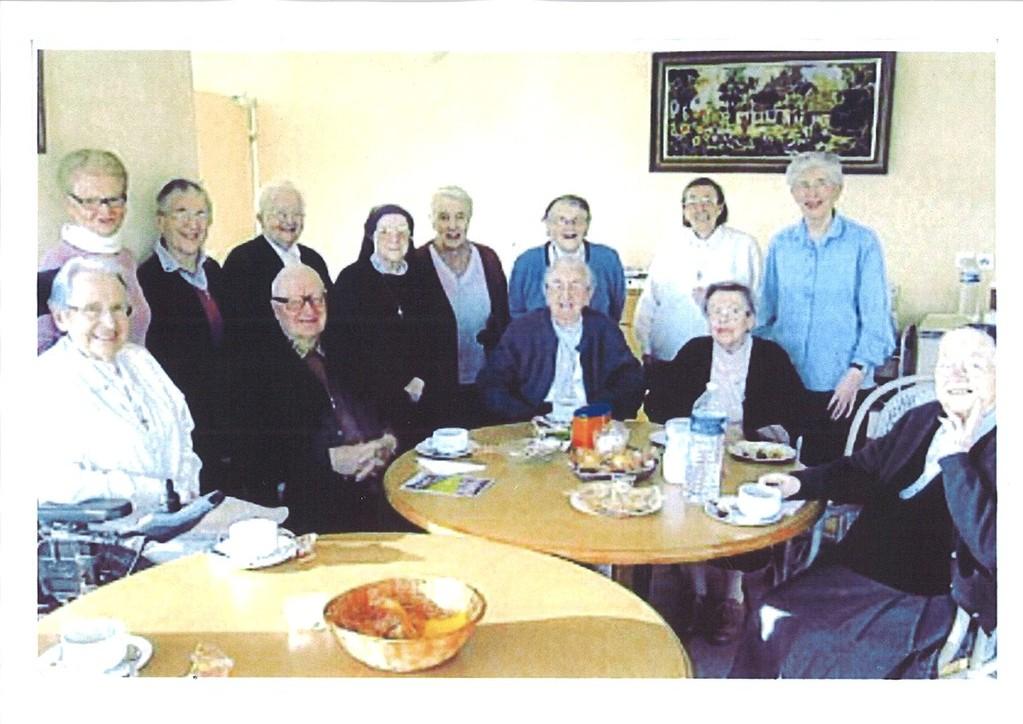 Créhen St Joseph : échange autour d'un goûter (photo Ouest France)