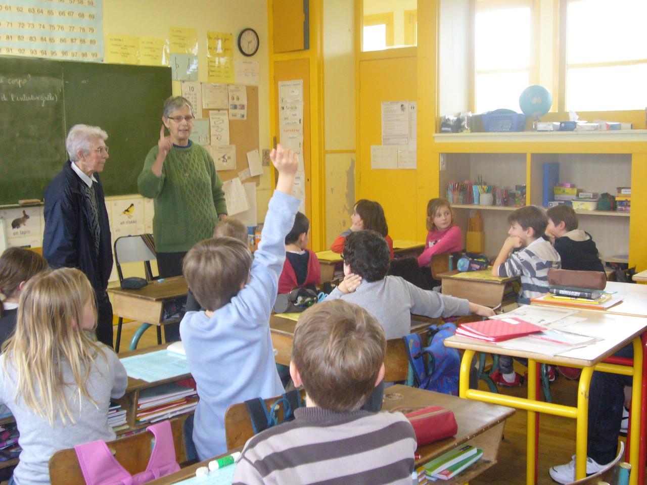 Plouaret - Les soeurs répondent aux questions des enfants de l'école St Louis