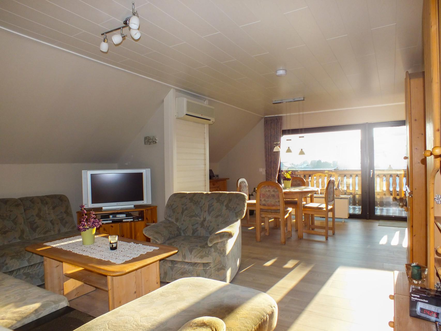 Wohnzimmer esszimmer ferienwohnung emmerich for 7 1 wohnzimmer