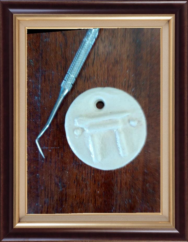 Vous obtiendrez de petites pièces de porcelaine recouvertes d'une couche de verre d'émail.