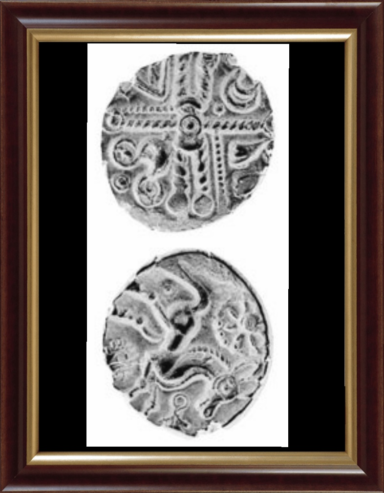 La croix gauloise au milieu de quatre constellations. Ses trois phases lumineuses sont au milieu du dessin. Au verso le cheval et la roue solaire.