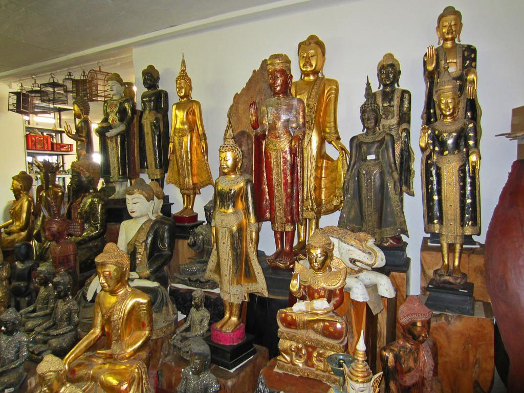 Holzbuddhas