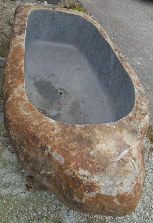 XXL hangeschlagene Steinbadewannen --> bis zu 2 Tonnen und 3 Meter lang