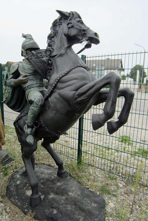 pferd krieger antike springend garten skulptur krieg