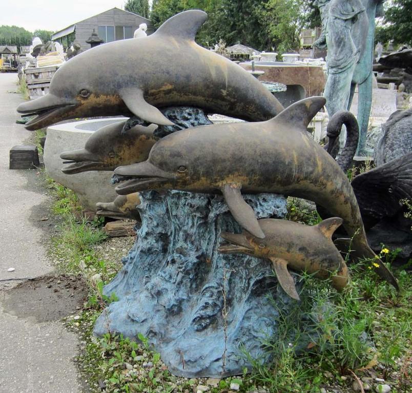 Delphine aus Bronze Figur für den Garten