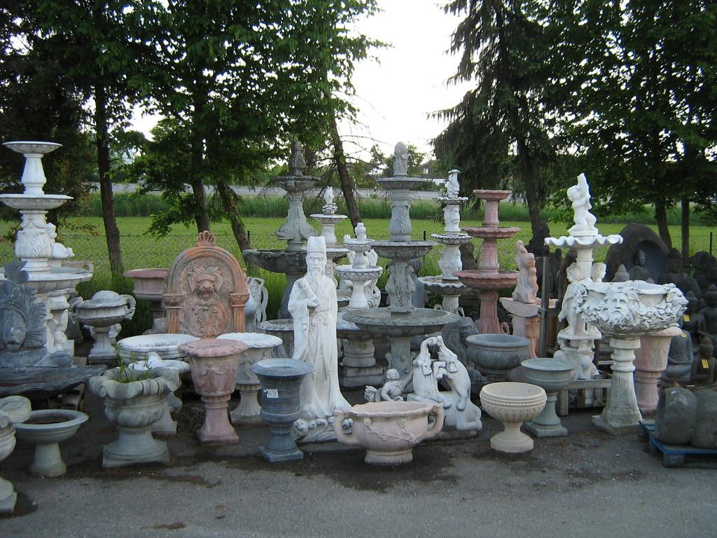 Brunnen und Tröge aus Marmorstein