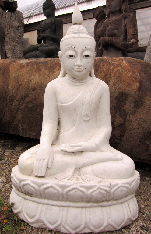 Wunderschöner Burmesischer Buddha aus weissem Marmor. Der handgeschlagene Buddha ist ein Unikat und zeichnet sich durch seine hochwertige Verarbeitung aus. Wir verfügen über viele weitere Marmor Buddhas und Skulpturen.