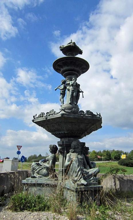 Megabrunnen über 6 Meter hoch