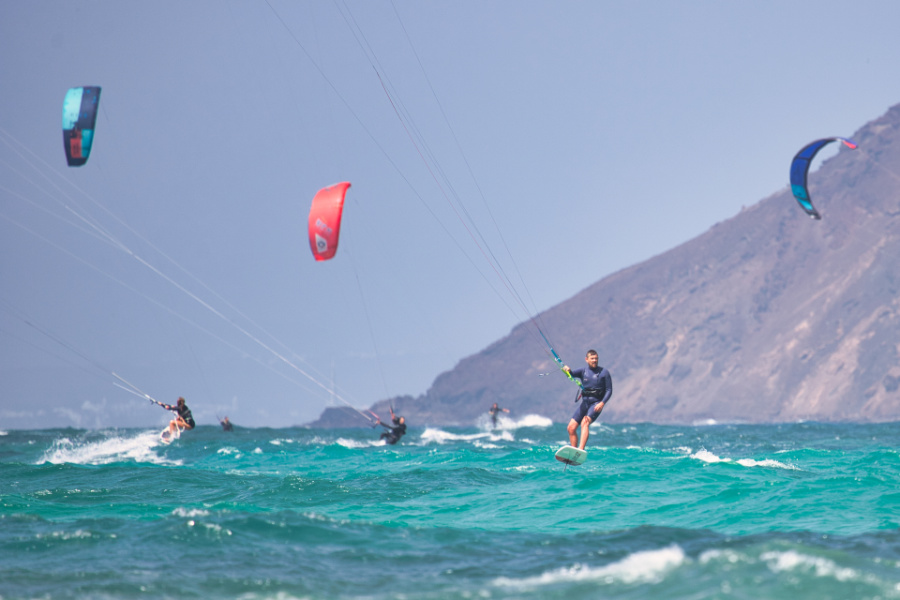 Kitefoiler am Flag Beach in Corralejo