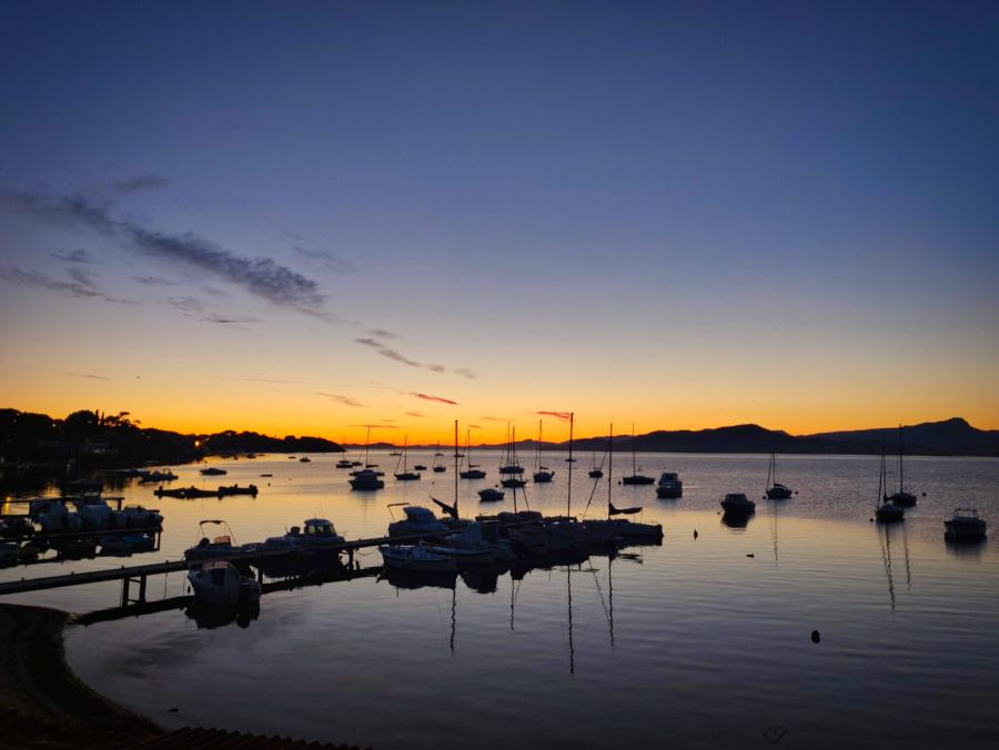 Sonnenuntergang in der Bucht von Almanarre, Hyères Südfrankreich