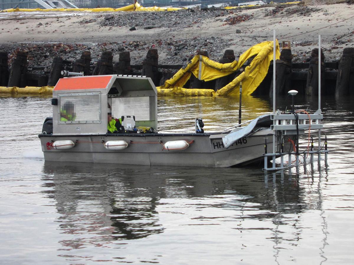 Sondierboot mit magnetischem Multisensorsystem zur Sondierung der Gewässersohle.